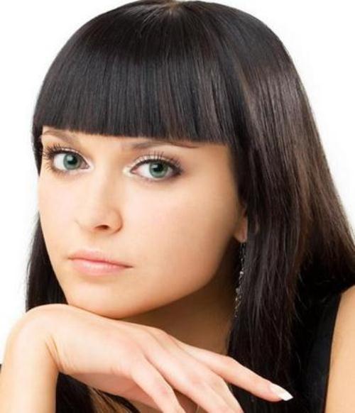 Красивые девушки с черными волосами и с челкой   фото (31)