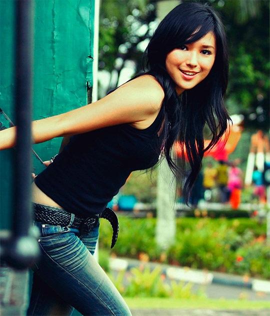 Красивые девушки с черными волосами и с челкой   фото (33)