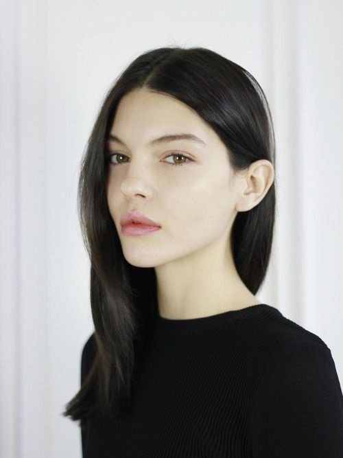 Красивые девушки с черными волосами и с челкой   фото (9)