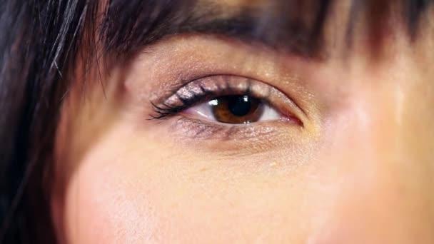 Красивые карие глаза девушки фото и картинки 022