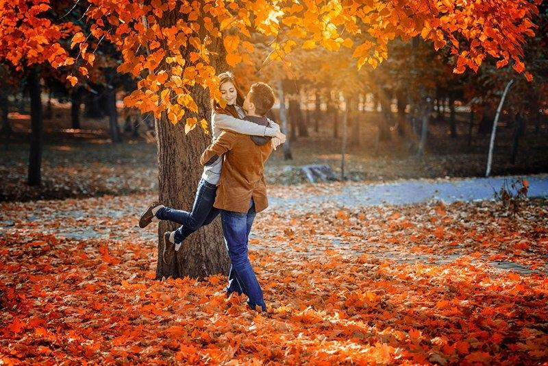 Красивые картинки пары влюбленные осенью 021