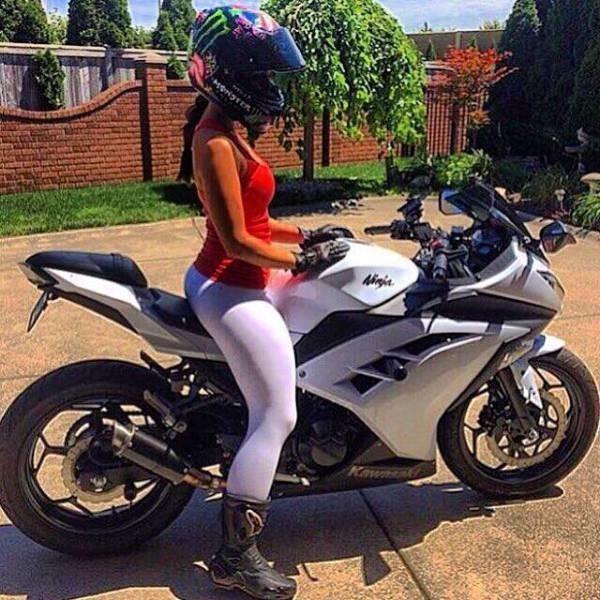 Красивые картинки с девушками и мотоциклами004