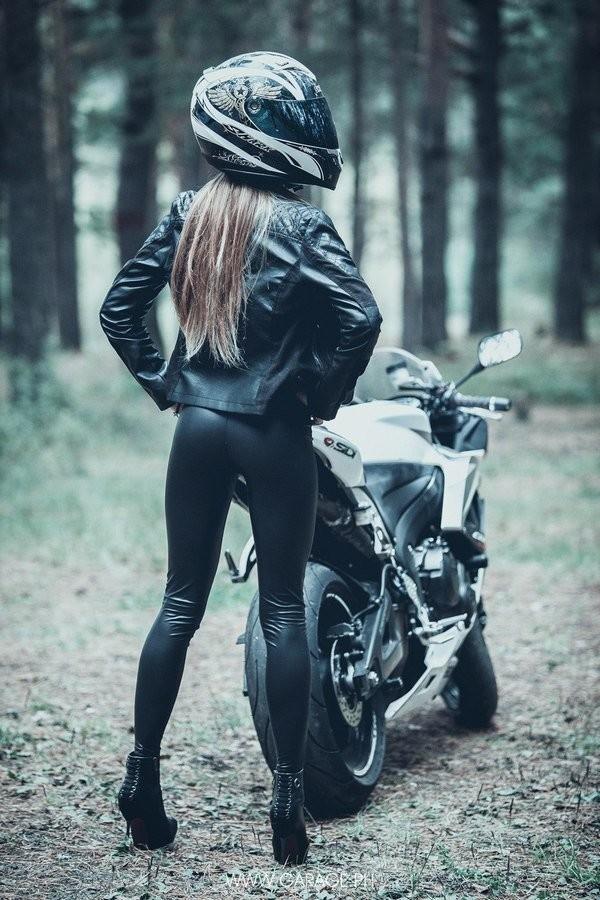 Красивые картинки с девушками и мотоциклами005