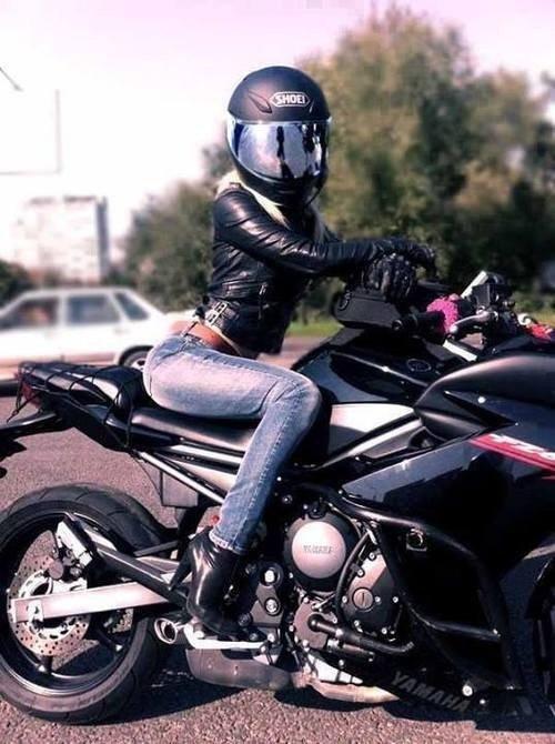 Красивые картинки с девушками и мотоциклами010