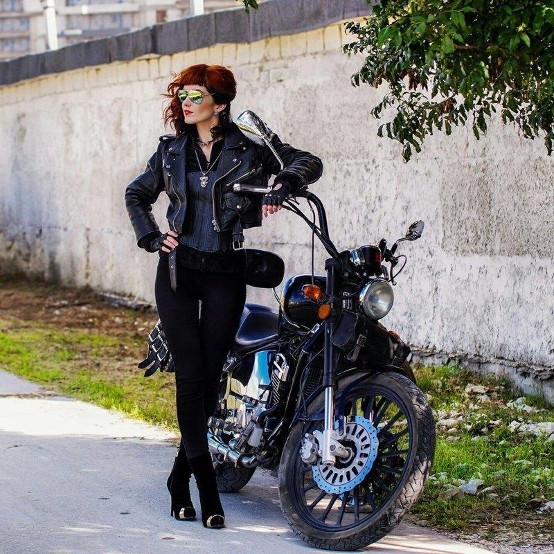 Красивые картинки с девушками и мотоциклами011