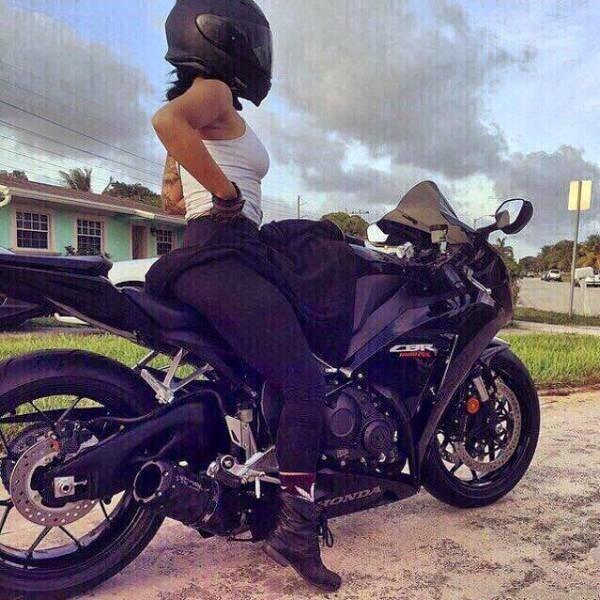 Красивые картинки с девушками и мотоциклами012