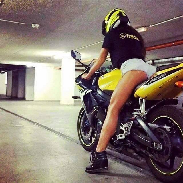 Красивые картинки с девушками и мотоциклами017