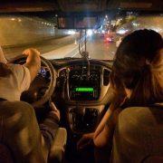 Красивые руки пары в машине   фото 026