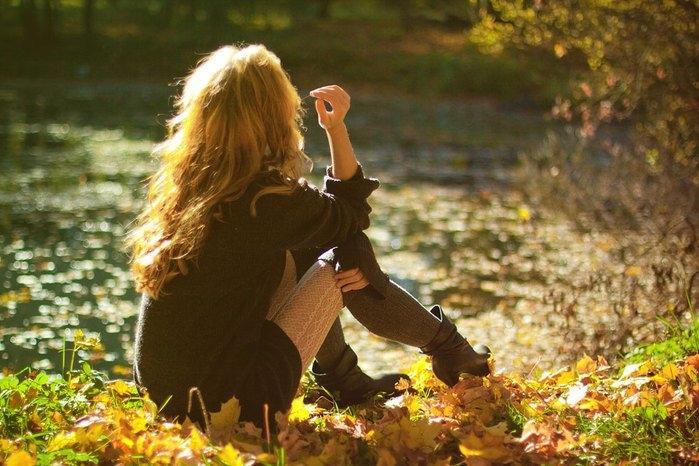 Красивые фотографии девушек осенью   подборка фото (10)
