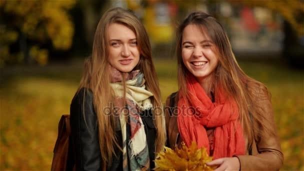 Красивые фотографии девушек осенью   подборка фото (18)