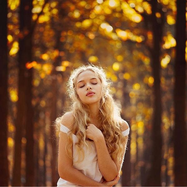 Красивые фотографии девушек осенью   подборка фото (25)
