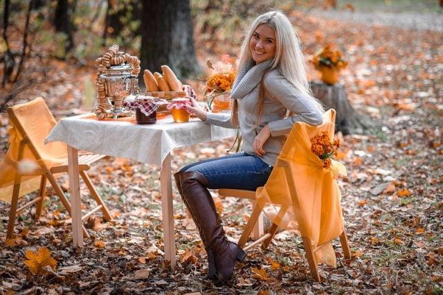 Красивые фотографии девушек осенью   подборка фото (9)