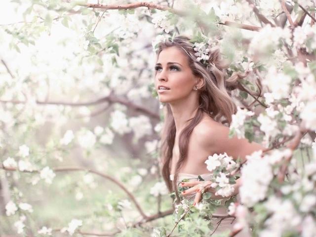 Красивые фото девушек спиной весной 016