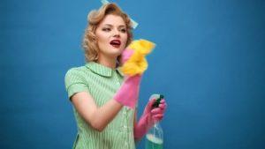 Красивые фото девушка делает уборку 021