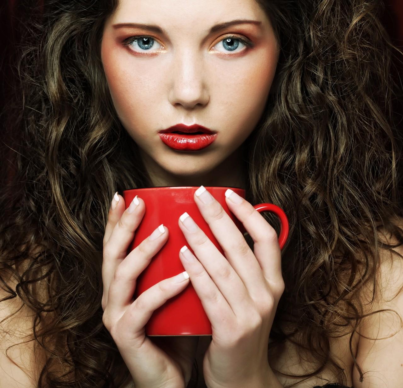 Красивые фото девушка с чашкой кофе в руках   сборка (21)