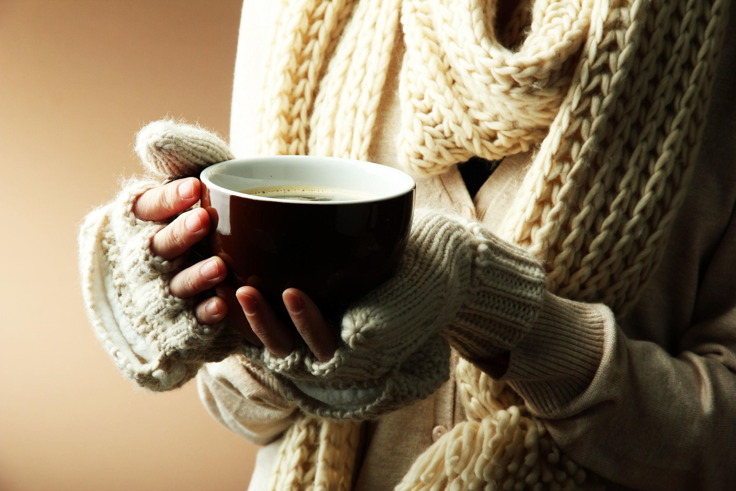 Картинка горячий чай в руках