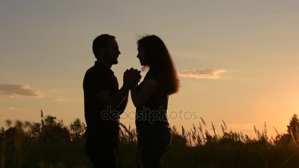 Красивые фото любовь на закате 013