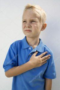 Мальчик с рукой на сердце   картинки 027