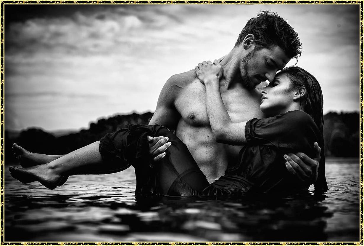 Черно-белое фото необузданная страсть