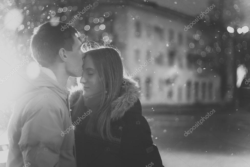 Мужчина и женщина страсть   фото черно белые (3)