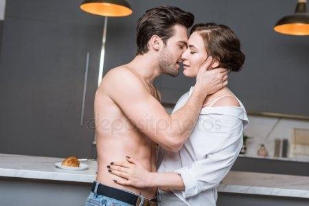 Обнять и нежно поцеловать   красивые открытки007