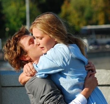 Обнять и нежно поцеловать   красивые открытки008