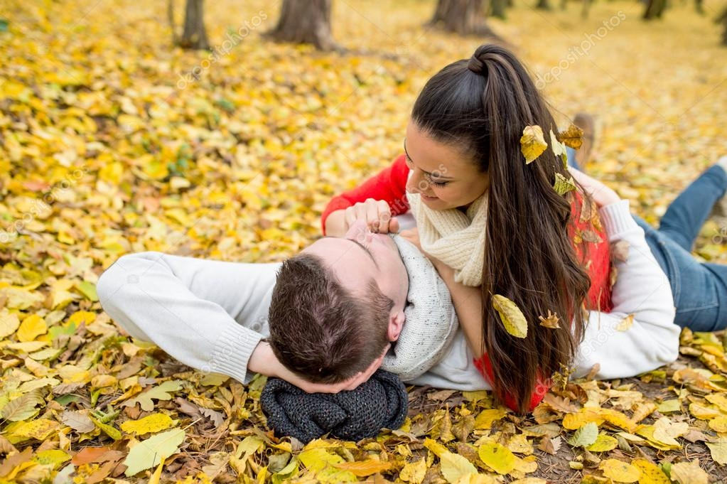 Пара в осеннем парке   красивые фото 001