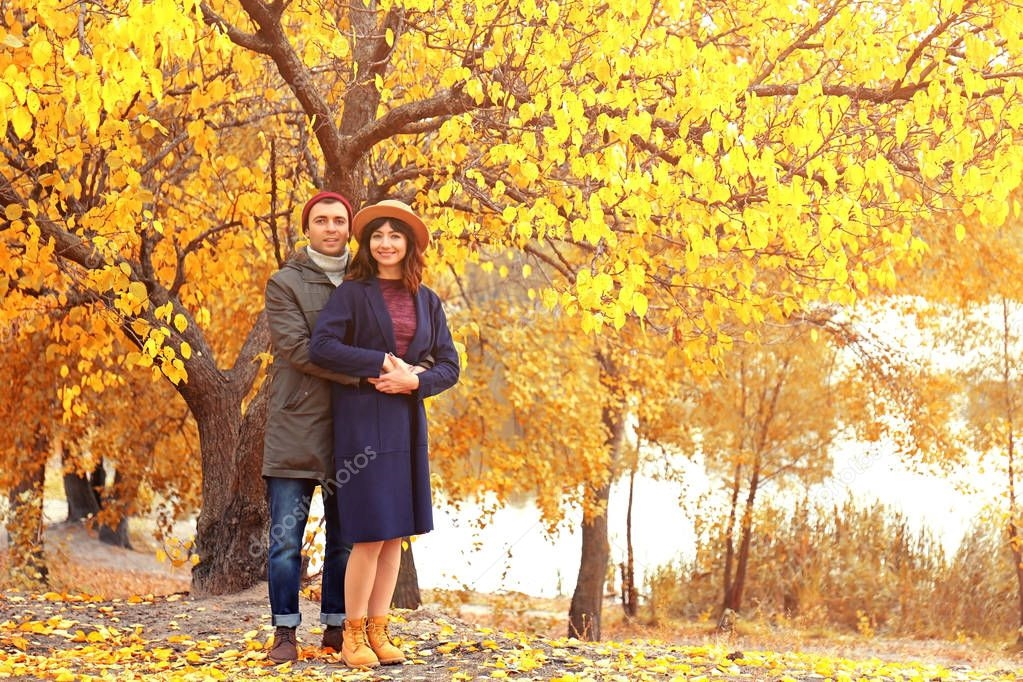 Пара в осеннем парке   красивые фото 002