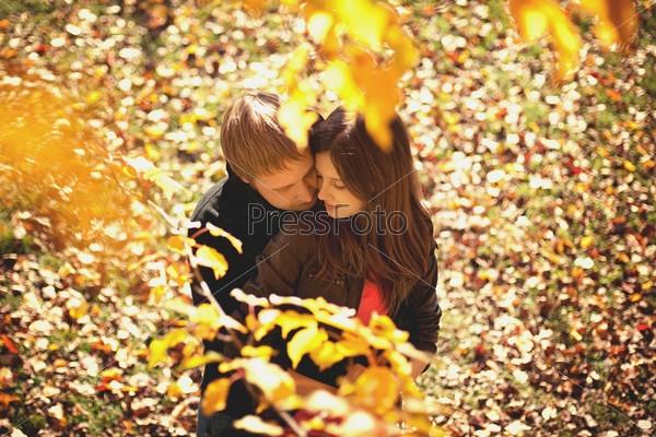 Пара в осеннем парке   красивые фото 003