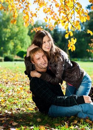 Пара в осеннем парке   красивые фото 007