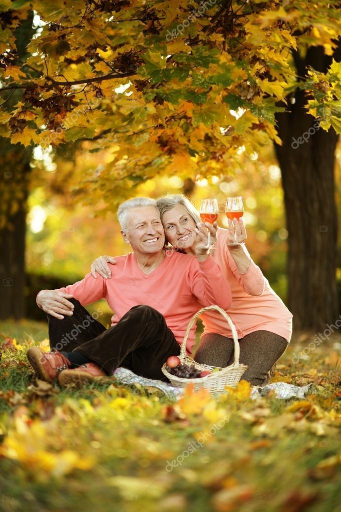 Пара в осеннем парке   красивые фото 012
