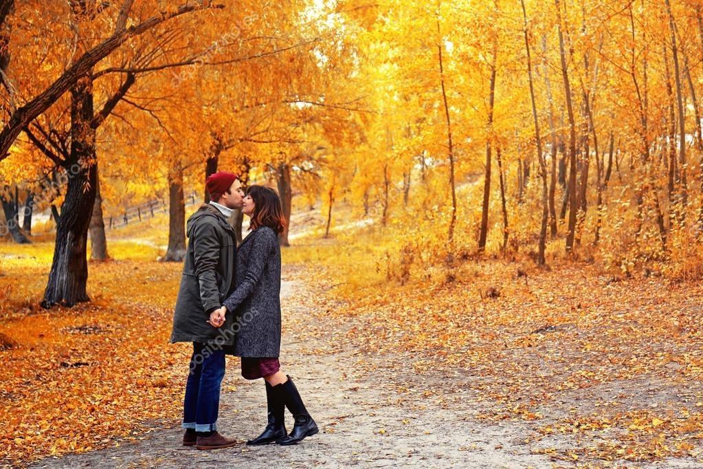 Пара в осеннем парке   красивые фото 018
