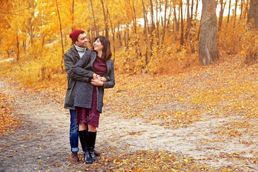 Пара в осеннем парке   красивые фото 019