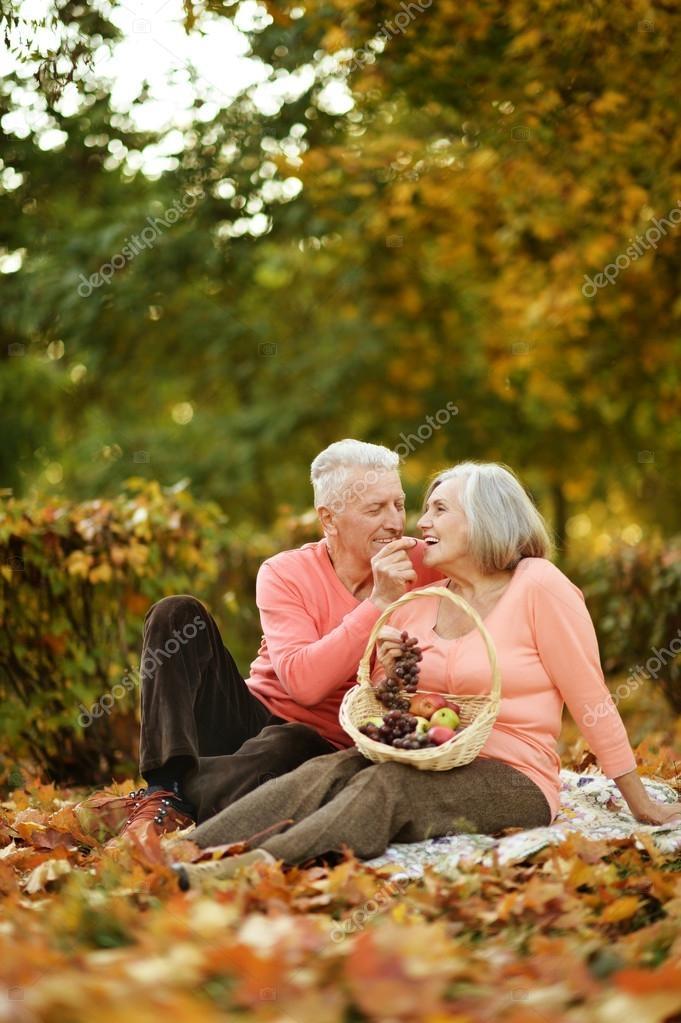 Пара в осеннем парке   красивые фото 020
