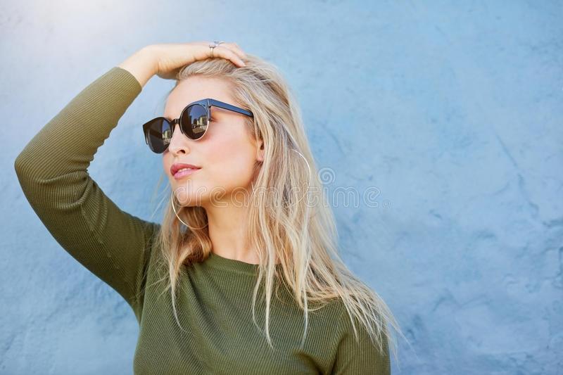 Скачать картинки блондинки в очках   фото 019