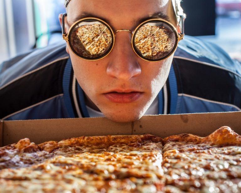 Смешная картинка человека с едой