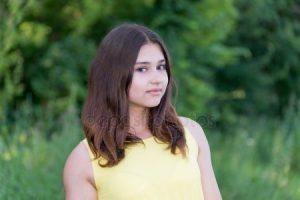 Фотка красивой девушки лет 14 015