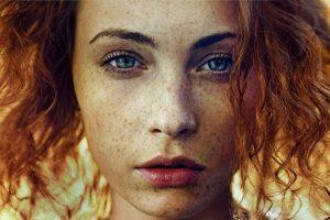 Фотографии девушек с накрашенными губами и серьгами (29)