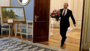 Фото Путина с цветами на День Рождения   картинки (20)