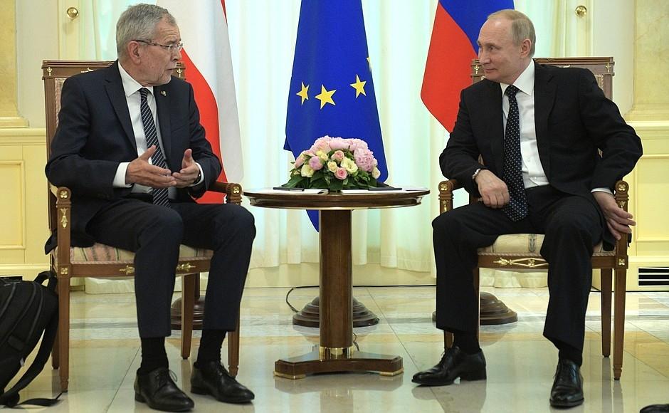 Фото Путин за столом   подборка 015