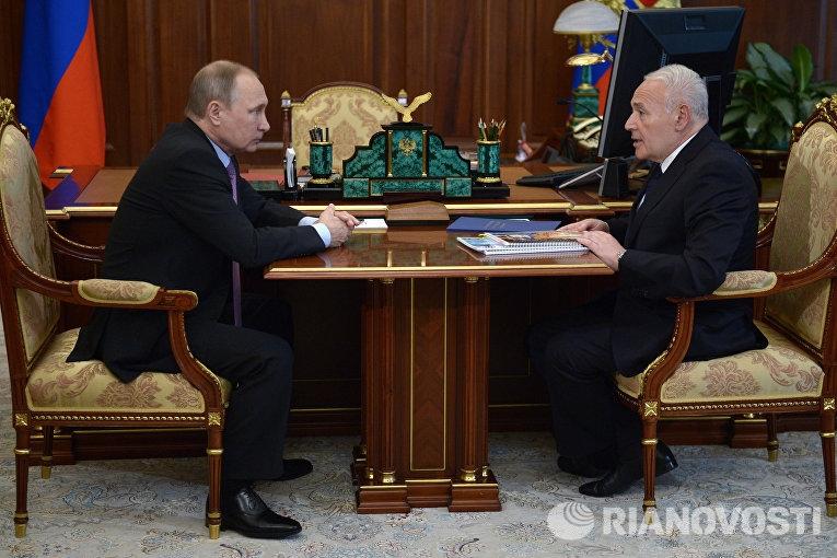 Фото Путин за столом   подборка 017