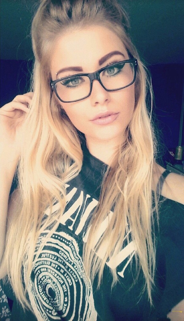 Фото блондинок девушек в очках подборка 022