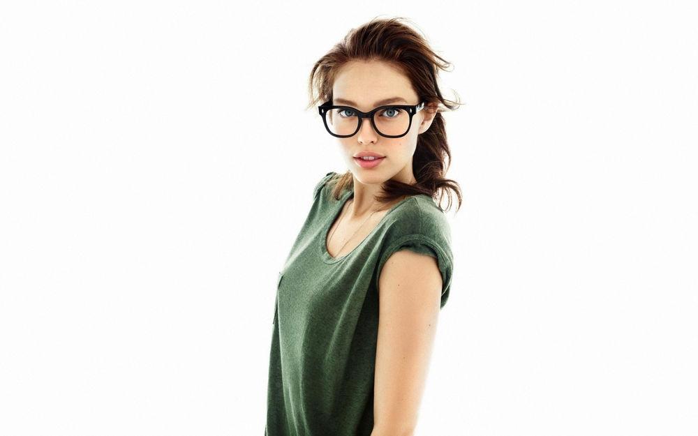 Фото блондинок девушек в очках подборка 025
