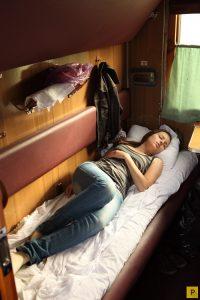 Фото девушек в плацкартном вагоне 026