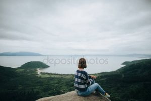 Фото девушек со спины на море брюнеток   подборка (17)