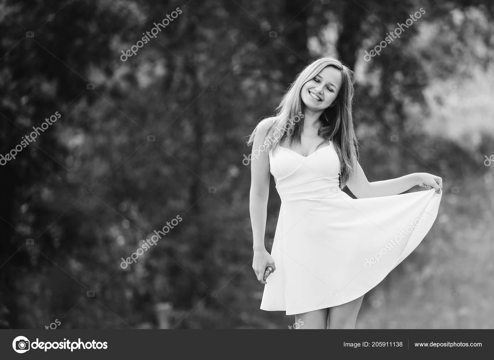 Фото девушка в платье черно белое   картинки (17)