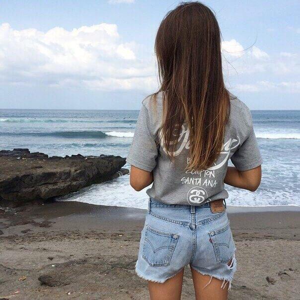 Фото девушка спиной стоит   подборка 005
