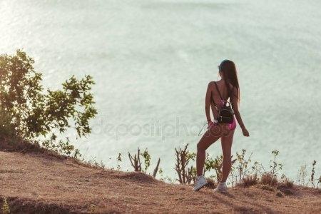 Фото девушка спиной стоит   подборка 008