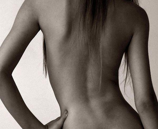 Фото девушка спиной стоит   подборка 018