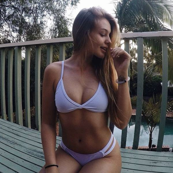 Фото девушки в купальнике дома   красивые картинки 001
